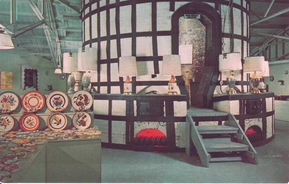 Postcard View Of The Original Flemington Outlet Kiln Display, Developed And  Implemented By. Christl And Merrill Bacheler As It Appeared In The Early  1960s.